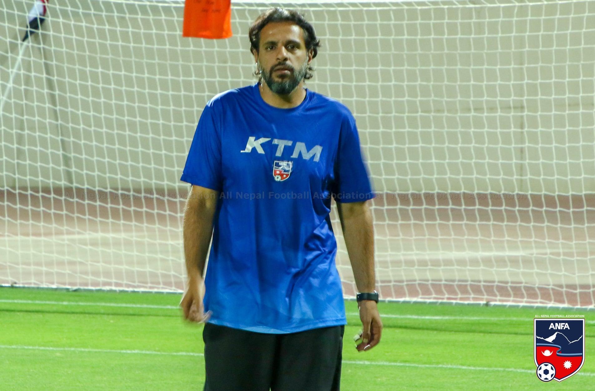इराकसँगकाे हारपछि फुटबल टिमका मुख्य प्रशिक्षक अब्दुल्लाहले नेपाली समर्थकसँग माफी मागे