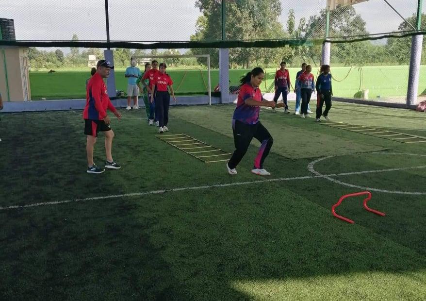इटहरीमा महिला क्रिकेट खेलाडीकाे प्रशिक्षण सुरू
