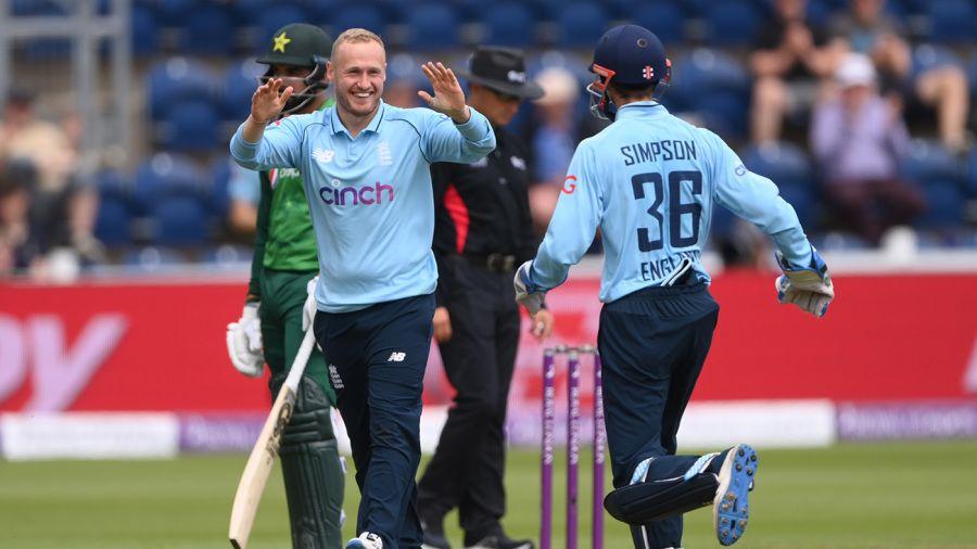 पाकिस्तानविरुद्धको पहिलो एक दिवसीयमा इंग्ल्याण्डलाई सफलता