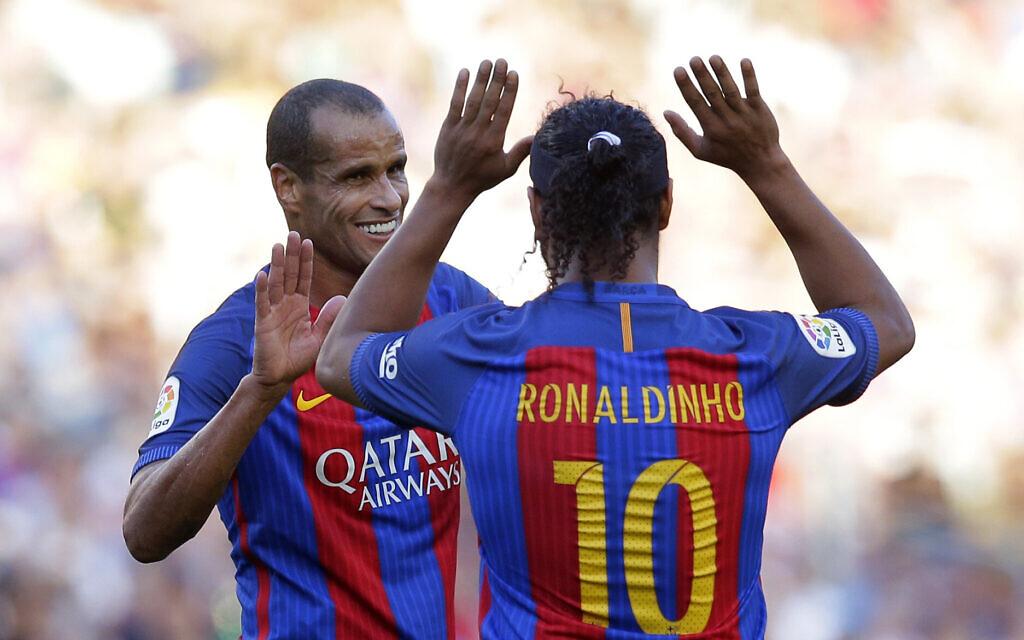 बार्सिलोनाबिरुद्ध रियल मड्रिड लिजेण्ड्स टिम ३-२ ले विजयी