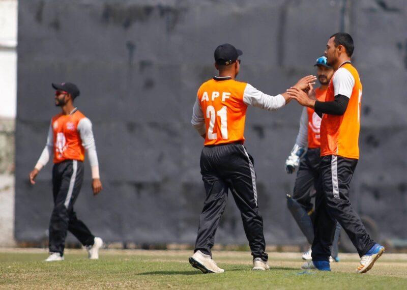 मेयर कप क्रिकेट : काठमाडौं र पुलिस पहिला ब्याटिङ गर्दै