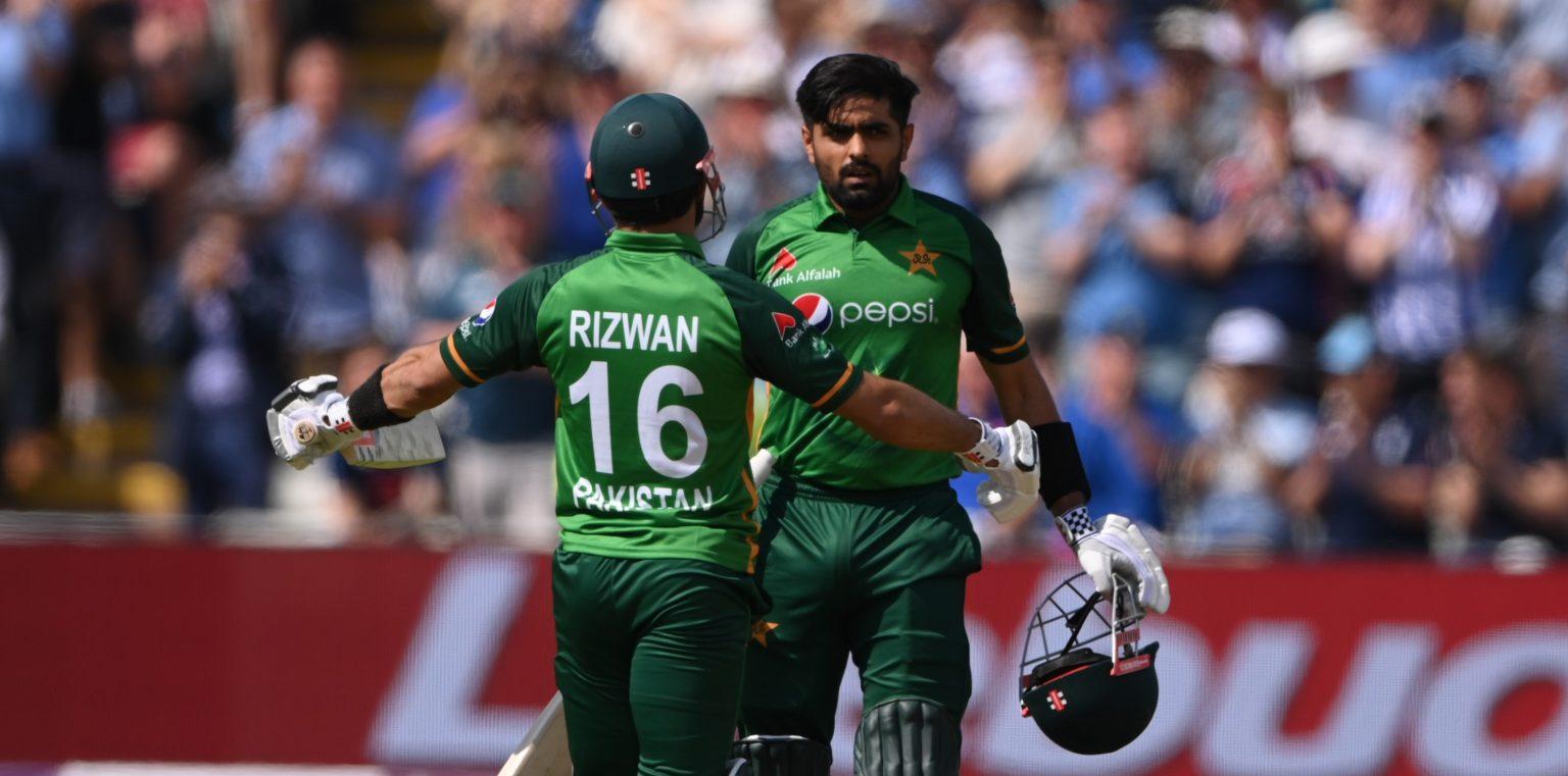 बाबरकाे उत्कृष्ट शतकमा पाकिस्तानद्वारा  इंग्ल्याण्डलाई तीन सय ३२ रनको लक्ष्य