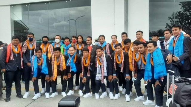 साफमा उपविजेता बनेको नेपाली टोली काठमाडौं आईपुग्यो