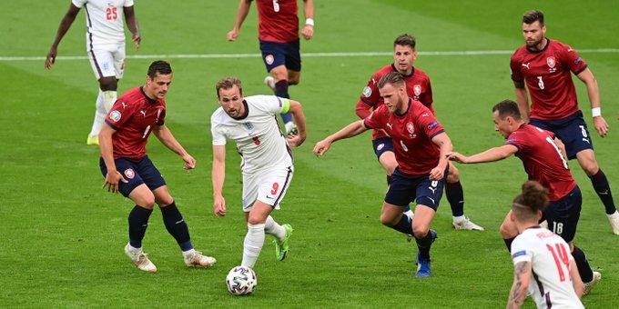 समूह डी बाट : इंग्ल्याण्ड, क्रोएशिया र चेक अन्तिम १६मा
