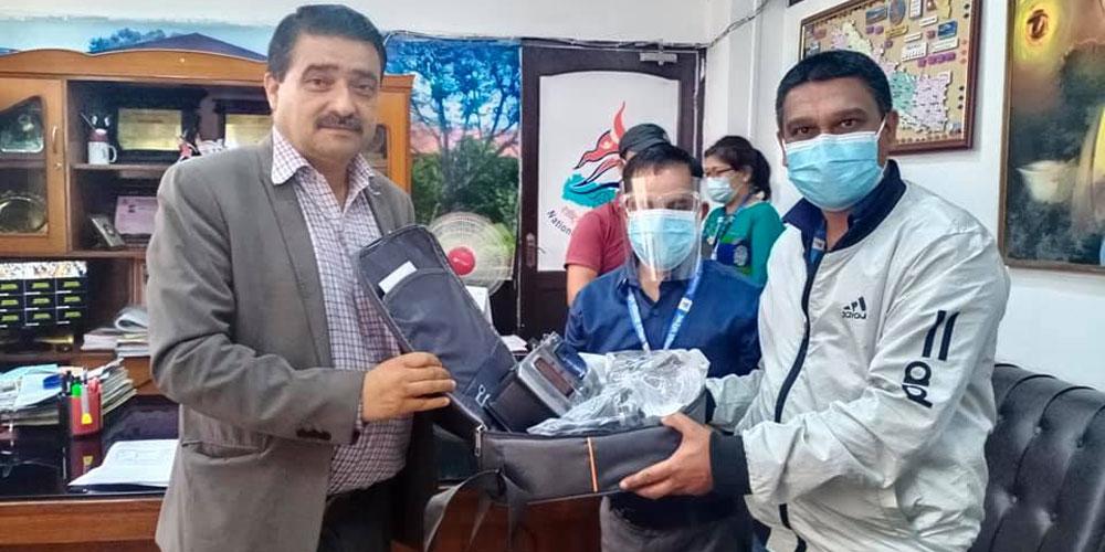 गोर्खा सेमिट्रिजद्वारा राखेपलाई भेन्टिलेटर सहयोग