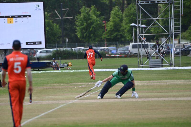 दोस्रो एक दिवसीय क्रिकेटमा आयरल्याण्ड ८ विकेटले विजयी