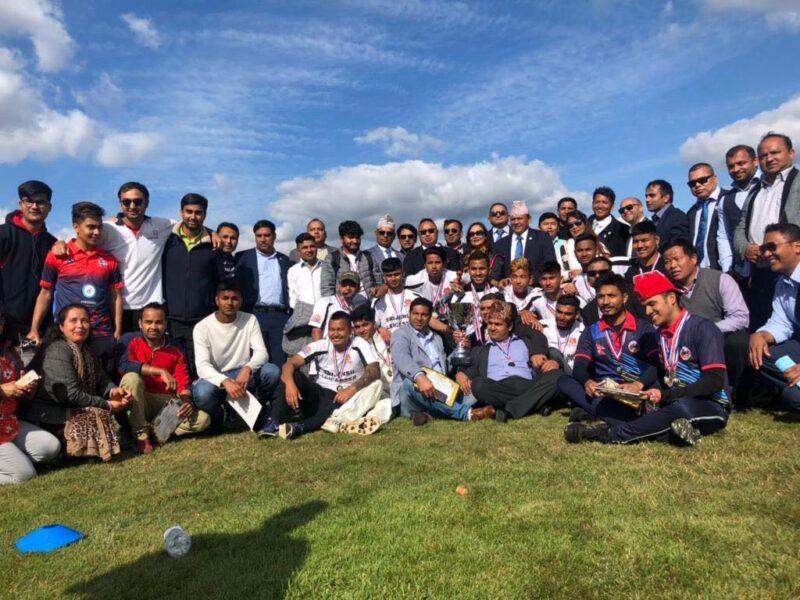 'गोल्डेन एभरेष्ट मिडल्याण्ड क्रिकेट लिग' लाई प्रेम गाहा मगरले गरे पाँच सय पाउण्ड सहयोग