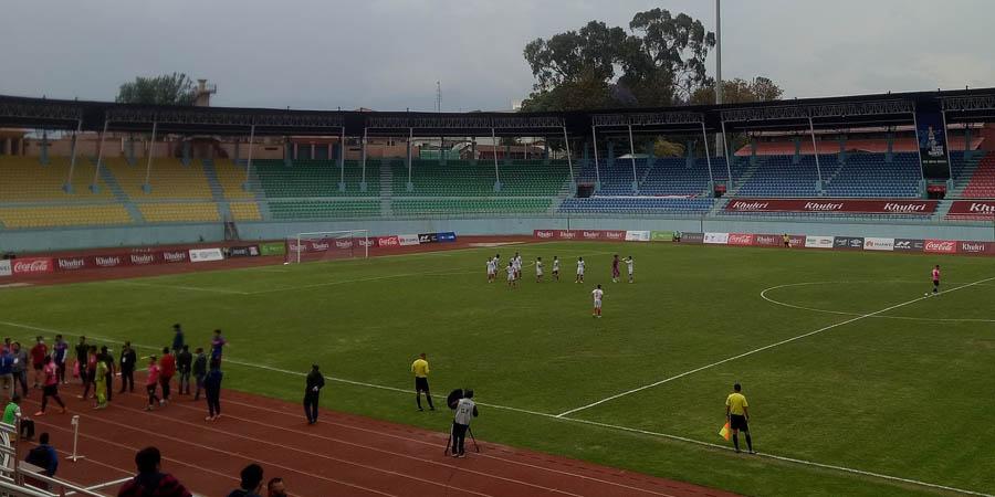रेफ्रीकाे निर्णयप्रति असन्तुष्टि जनाउँदै विराटनगरले मैदान छाड्यो