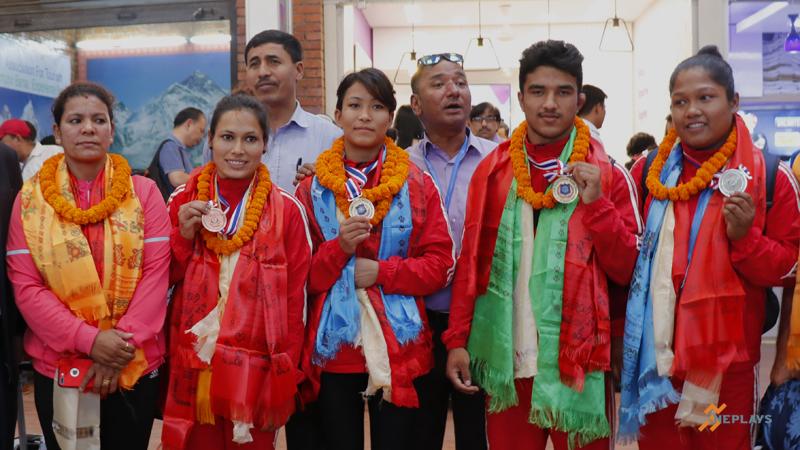 पदक विजेता जुडो खेलाडी स्वदेश फिर्ता
