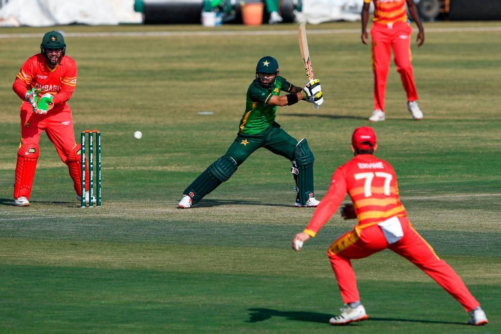 पाकिस्तानद्वारा जिम्बावेसामु १६४ रनकाे लक्ष्य