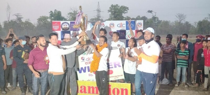 वनदेवी युवा क्लबलाई सुदूरपश्चिम राजधानी कपको उपाधि