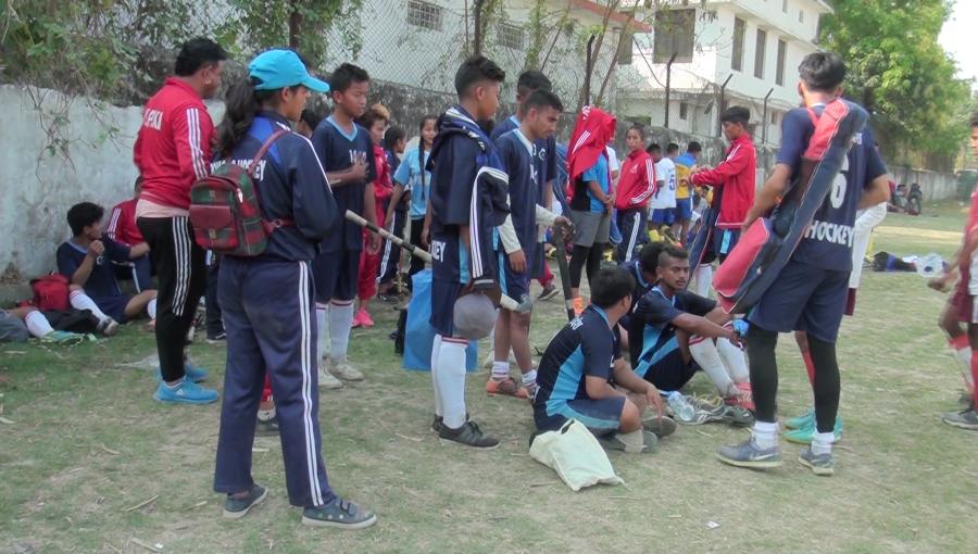 आठौ राष्ट्रिय खेलकुदः एक त खेपिनसक्नु गर्मी, त्यसमा पनि खेलाडी पाेशाकका लागि भाैतारिदै