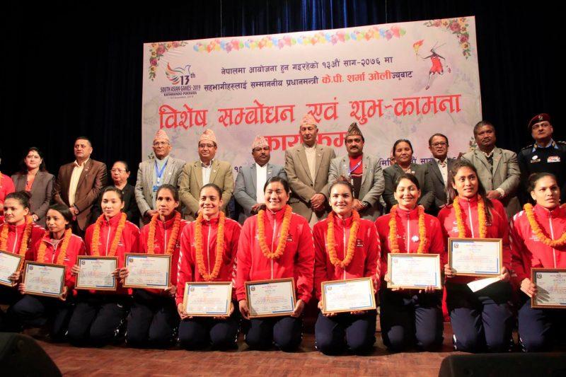 एभीसी सेन्ट्रल जोनमा स्वर्ण जितेका भलिबल खेलाडीले पाए नगद पुरस्कार